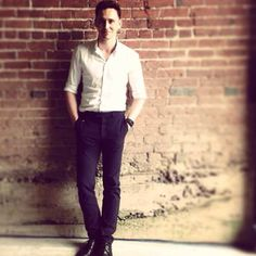 Tom Hiddleston up against a wall? Sounds like a good time to me!!