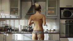 Heißer geht's nicht: Auf ihrem Youtube-Kanal kocht die 24-jährige Jenn nackt.