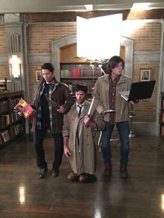 Supernatural cast Halloween! Misha doing Jensen's bow legs is the best.
