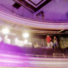 #dtla #dtlaart #rawart #globetheater #globetheaterdtla #losangeles #photography #people #balcony #rawartists #rawartistsla #dtlastreets #purple #downtown #theater