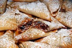 Καρυδοπιτάκια νηστίσιμα/Walnut Triangles   Cook And Feed Sweet Recipes, Recipies, Food And Drink, Sweets, Triangles, Cooking, Ethnic Recipes, Desserts, Kitchen