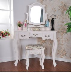 Shabby Chic Bedroom Setup - Tips and Nice Ideas for Inspiration - Home Decoration Corner Vanity Table, Ikea Vanity Table, Corner Makeup Vanity, Bedroom Makeup Vanity, Makeup Dresser, Makeup Table Vanity, Led Makeup Mirror, Vanity Set, Makeup Vanities