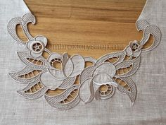 Risultati immagini per Embroidery It: How to do Cutwork Machine Embroidery a Step-By-Step Tutorial Cutwork Embroidery, Machine Embroidery Projects, Embroidery Needles, White Embroidery, Embroidery Machines, Brother Embroidery, Gold Work, Embroidery Techniques, Needlework