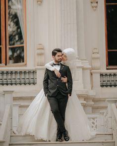 Pin by Farman Malik on romantic dps and lovely in 2019 hijab bride - Hijab Wedding Couple Poses, Couple Posing, Wedding Couples, Couple Shoot, Wedding Photoshoot, Wedding Shoot, Wedding Day, Hijab Wedding Dresses, Hijab Bride