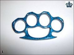 Different types of brass knuckles - 32 Pics Knuckles Hand, Brass Knuckles, Different Types, Knives And Tools, Metal Working, Weapons, Give It To Me, Knifes, Blacksmithing