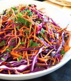 Shredded Red Cabbage, Carrot and Mint Salad . a very versatile salad that goes with pretty much any cuisine (Asian, Mexican, European, Middle Eastern). Your new 'go to' salad for any occasion! Lunch Recipes, Vegetarian Recipes, Healthy Recipes, Carrot Salad Recipes, Salads Without Lettuce, Red Cabbage Salad, Red Cabbage Recipes, Purple Cabbage, Mint Salad