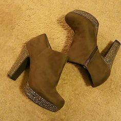 Gianni bini green suede booties Worn once Shoes Ankle Boots & Booties