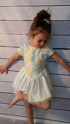 Sukienka trójkątne wariacje Voga-dziewczynka