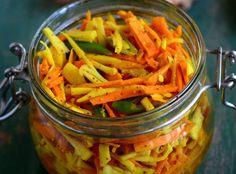 How To Make Homemade Pickles In Vinegar Ginger Pickle Recipe, Lemon Pickle, Raw Turmeric, Fresh Turmeric Root, Indian Food Recipes, Vegetarian Recipes, Root Recipe, Mango Sauce, Homemade Pickles