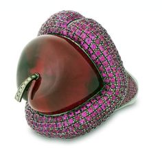 Lydia Courteille ring: bague cerise en or noirci - 2010 (Lips and a Cherry)