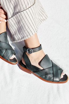 a068ce98f290a Tendance Chaussures 2017  2018   Slide View 1  Leather Catalina Loafer  Kinds Of Shoes