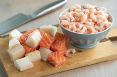 Kremet fiskesuppe med reker | Coop Marked Mat, Cooking Recipes, Fish, Baking, Dinner, Fruit, Bread Making, Cooker Recipes, Patisserie