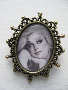 Divine (Harris Glen Milstead) Antique Bronze Resin Brooch on Etsy, 6,30 €