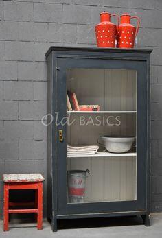Vitrinekast   Old BASICS China Cabinet, Bathroom Medicine Cabinet, Lockers, Locker Storage, Furniture, Diy Ideas, Design, Home Decor, Sleep
