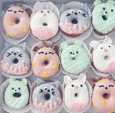 The world needs donuts! Take a look at these delicious and cute doughnuts! - Page 14 of 55 - slleee Delicious Donuts, Delicious Desserts, Yummy Food, Cute Donuts, Mini Donuts, Cute Baking, Donut Decorations, Kawaii Dessert, Donut Shop
