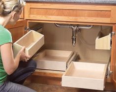 to Build Kitchen Sink Storage Trays DIY Slide Out Drawers ~ This should be done in every kitchen.DIY Slide Out Drawers ~ This should be done in every kitchen. Diy Slides, Diy Casa, Ideas Para Organizar, Cuisines Design, Kitchen Organization, Kitchen Storage Solutions, Medicine Organization, Organization Station, Home Projects