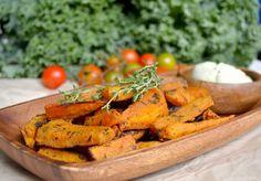 Sweet Potato Wedges and Raw Cucumber Sour Cream Raw Vegan Recipes, Veggie Recipes, Vegan Food, Whole Food Recipes, Vegetarian Recipes, Raw Sweet Potato, Sweet Potato Wedges, Sweet Potato Recipes, Sour Cream
