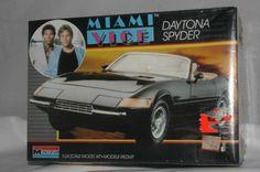 """Miami Vice"" Ferrari California Monogram Model Kit"