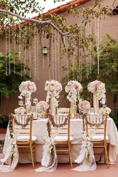 Love this 24 carat tabletop inspiration #weddingdecor so glam!