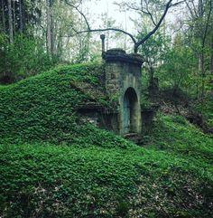 Na návštěvě v Hobitíně. #thehobbit #hobbithome #amazingplaces #amazingbuilding #buildinginnature #green #color #peacefull #place #czechrepublic #czechnature #czechplaces #skuhrovnadbelou #mustvisit #ilovethisplace #fengshui #mattywimber follow @mattywimber