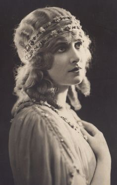 Lillian Hall-Davis (1898-1933) - was a British actress during the silent film era, featured in major roles in English film and a number of German, French and Italian films.  She commited suicide.  Here she is costumed in Quo Vadis, c.1924