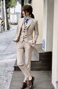 The women's suits are considered as the most appealing outfits for women. They are highly demanded owing to the fact that they provide traditional looks in the most stylish manner. Tomboy Fashion, Suit Fashion, Fashion Outfits, Androgynous Fashion Women, Butch Fashion, Tomboy Chic, Female Fashion, Mode Costume, Business Mode