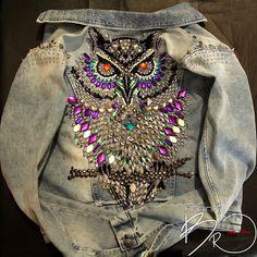 Купить или заказать Джинсовая куртка 'Сова15' - продана в интернет-магазине на Ярмарке Мастеров. Персональный заказ, представлен в магазине в качестве примера. Цена на подобную работу от 16 т.р. на джинсовой куртке, на кожаной от 24 т.р. полностью ручная работа, от разработки индивидуального эскиза, до установки мельчайших деталей (заклёпок и т.п.