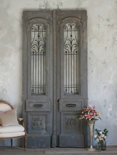 Antique doors in the interior french doors wall decorating ideas shabby chic decor- stairway door Vintage Doors, Antique Doors, Old Doors, Grey Doors, Barn Doors, Shabby Chic Bedrooms, Shabby Chic Homes, Shabby Chic Decor, Bedroom Vintage