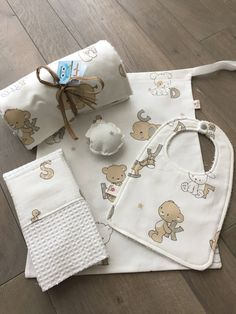 Sacchi, Personalised Gifts Diy, Newborn Coming Home Outfit, Kit Bebe, Baby Wearing, Christmas Stockings, Baby Gifts, Decoupage, Bb