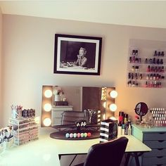 EXACTLY how I want my makeup area/room to look, with that exact picture of Marilyn above my vanity. :)