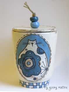 giosy matteu - ceramic coil-build box - earthenware with engobe and sgraffito #pottery