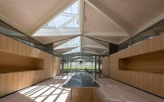 Vista interior. Nuevas bodegas para Chateau Margaux por Foster and Partners. Fotografía © Nigel Young / Foster + Partners. Señala en la imagen para verla más grande.