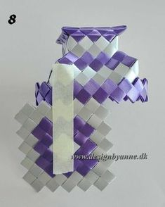 Lilla vase Diy Wallet, Recycling, Candy, Vases, Purses, Crafts, Paper, Dime Bags, Creative