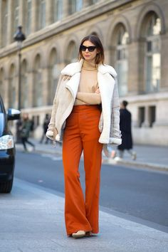50 Fresh Fall Outfit Ideas To Try This Season - HarpersBAZAAR.com。if you're tired of navy blue or olive green, just pick up rust (铜锈色) and light fall up