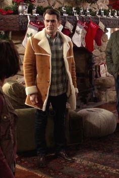 Phil Dunphy wearing  Overland Sheepskin Co El Dorado Shearling Sheepskin Coat