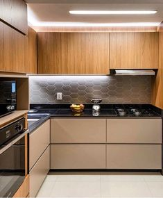 A imagem pode conter: cozinha e interiores Modern Kitchen Interiors, Modern Kitchen Cabinets, Home Decor Kitchen, Kitchen Furniture, Home Kitchens, Furniture Chairs, Furniture Stores, Furniture Plans, Kids Furniture