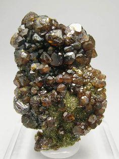 ;^) Andradite (Topazolite) Garnet