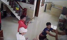 Nhóm côn đồ lao xe vào giữa nhà đuổi đánh vợ chồng chủ nhà - Tin Mới