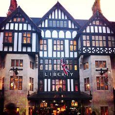 リバティープリントの生地を使った可愛いものがたくさん❤️リバティープリントのコンバースget⭐️ #london #england #liberty #travel #travelgram #instagood #fashion #ロンドン #リバティ