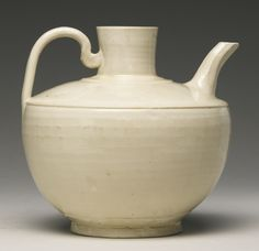 A WHITE-GLAZED EWER<br>SONG / LIAO DYNASTY | lot | Sotheby's