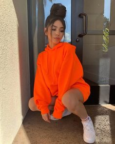 Mad Girls Turuncu Kapüşonlu Sweatshirt The clothing culture is fairly old. Neon Outfits, Baddie Outfits Casual, Cute Comfy Outfits, Teen Fashion Outfits, Stylish Outfits, Fashion Models, Girl Outfits, Orange Outfits, Batman Outfits
