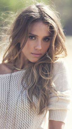 Hair Ideas For The Ladies.Suggestions for amazing looking hair. Your hair is without a doubt what can certainly define you as an individual. To a lot of individuals it is undoubtedly important to have a decent hair style. Jessica Alba, Most Beautiful Faces, Beautiful Girl Image, Gorgeous Women, Dull Hair, Le Jolie, Beautiful Actresses, Beauty Women, Cool Hairstyles