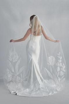 The Best Places To Buy Bridal Veils | OneFabDay.com Minimal Wedding Dress, Wedding Dress With Veil, Classic Wedding Dress, Wedding Veils, Wedding Dresses, Bridal Veils, Lace Wedding, Flower Veil, Bridal Looks