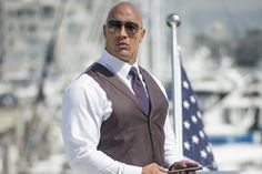 HBO  The Ballers  ComparingBallerstoEntourageis an easy thing to do. They share many members of the same creative team go behind-the-scenes of the lives of the rich and famous and have cameos galore. WhatEntouragewas to actors is whatBallershas become for athletes more specifically football players. Not only does the main cast include former athletes like John David Washington (Denzel's son) and Dwayne Johnson (he counts!) but each episode is littered with pros. The list will only grow in…