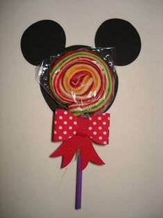 79 Lembrancinhas do Mickey: Inspire-se para Fazer a Sua Festa - Lembrancinhas do Mickey com pirulito Foto de Festas Site - Baby Mickey, Fiesta Mickey Mouse, Mickey Mouse Parties, Mickey Party, Mickey Mouse And Friends, Mickey Mouse Clubhouse, Happy Birthday B, Mickey Mouse Birthday, Miki Mouse