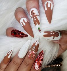 Semi-permanent varnish, false nails, patches: which manicure to choose? - My Nails Chistmas Nails, Xmas Nail Art, Cute Christmas Nails, Christmas Nail Art Designs, Holiday Nail Art, Xmas Nails, Christmas Time, Christmas Acrylic Nails, Halloween Acrylic Nails