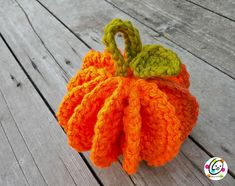 Crochet this cute pumpkin for fall! Make it with bulky yarn for a fab seasonal centerpiece, or use cotton for a practical autumn kitchen scrubby!