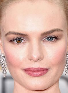 Close-up of Kate Bosworth at the 2016 Golden Globe Awards.
