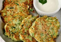 Röstis of zucchini with parmesan cheese WW, recipe of savory galettes de courgette . Ww Recipes, Veggie Recipes, Healthy Dinner Recipes, Vegetarian Recipes, Cooking Chef, Healthy Cooking, Cooking Time, Healthy Food, Weight Watchers Meals
