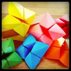 How to make chatterboxes, also known as fortune tellers and cootie catchers, plus some fun extension ideas of ways to play with them!